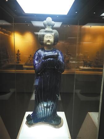 """重庆大学""""赝品博物馆""""背后 捐赠人曾因卖假画被免职"""