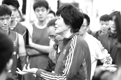 一堂郎平执教的中学男排训练课