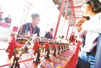 北京国际旅游商品博览会开幕 国庆阅兵特色礼物受热捧