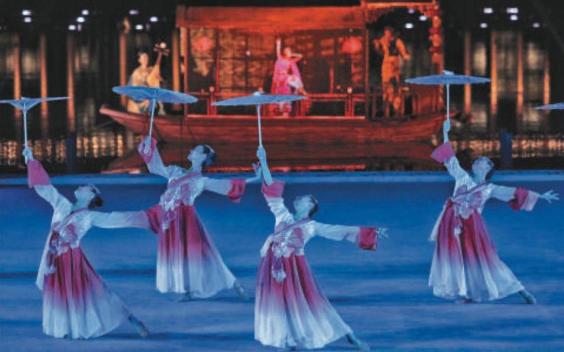 """北京城市副中心迎各国驻华使节 500架无人机演绎""""灯光秀"""""""