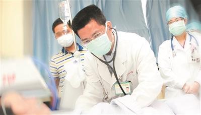 老伯严重感染进ICU 医生不用抗生素就击退超级细菌