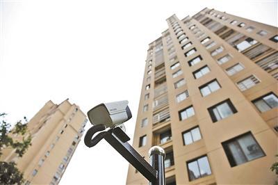 男子高楼抛酒瓶家中被断电 物业:已提前恢复供电