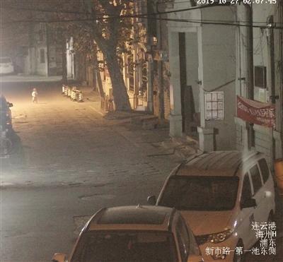 两岁女童凌晨光脚跑到街上 遇到热心市民将其送回