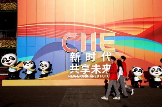 """进博会成海外""""爆款"""" 中国消费吸引全球目光"""