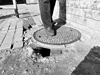 """井盖问题投诉多 2236个井盖装入海淀""""城市大脑"""""""