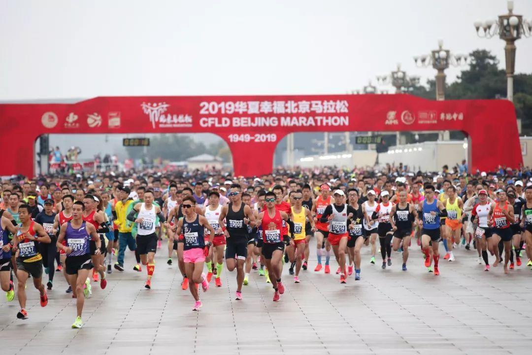 一个周末十万人跑 马拉松风靡背后的多重暗战