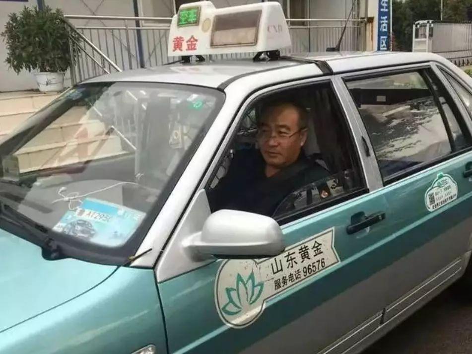 """""""我刚吃了32片安眠药,还要去买…""""女乘客一句话司机急了"""