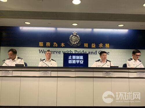 香港警方回应警员骑电单车冲向黑衣人:为救同事