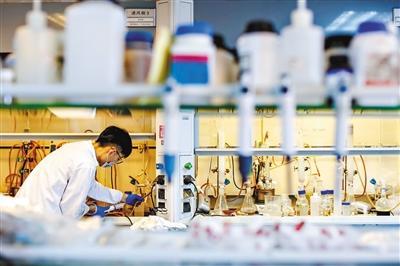 OLED新材料实现量产 发光材料成本有望大幅下降