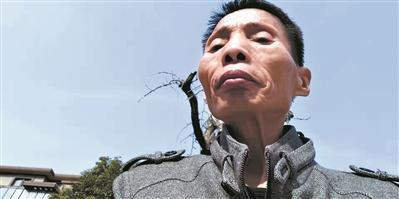 """""""流浪作家""""李书阁: 从""""励志偶像""""到公益老师"""
