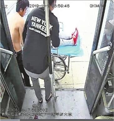 孕妇公交车站生下早产儿 公交车变救护车紧急送医