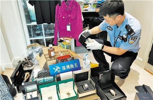 """代購會""""升級""""為走私?深圳海關破獲3.2億元特大奢侈品走私案"""
