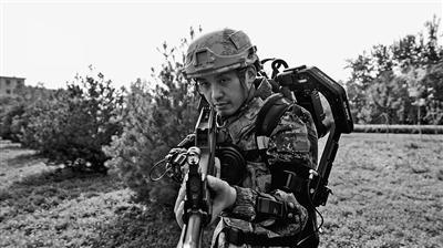 """陆军""""超能勇士""""单兵外骨骼挑战赛侧记"""