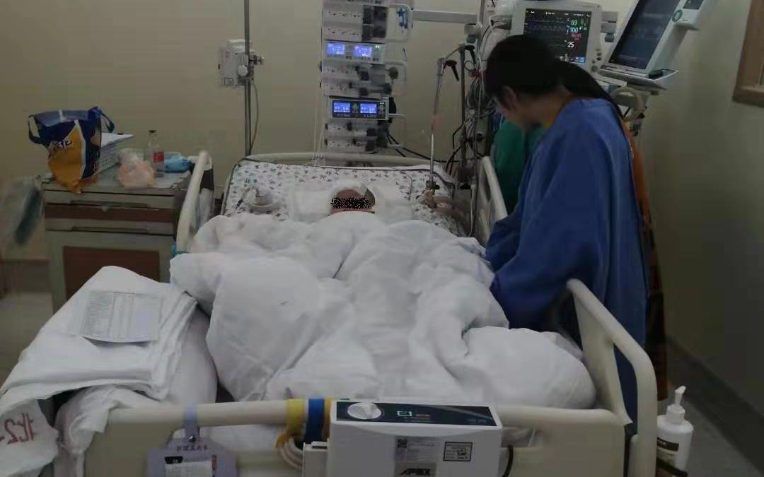 浙江一男童被高空金属坠物砸伤 至今未脱离危险