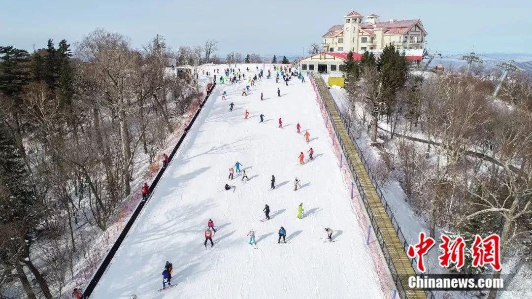 """雪景、雪趣、雪中情 """"冰城""""很冷,但也很美"""