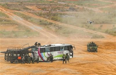 直击东盟防长扩大会反恐专家组联合实兵演习综合演练
