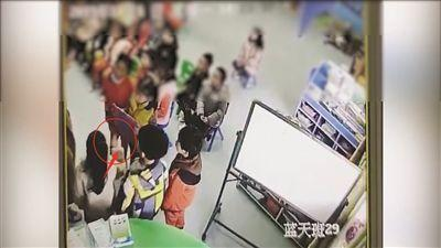 江苏盱眙一幼儿园小朋友排队自扇耳光 疑因没有午休受罚