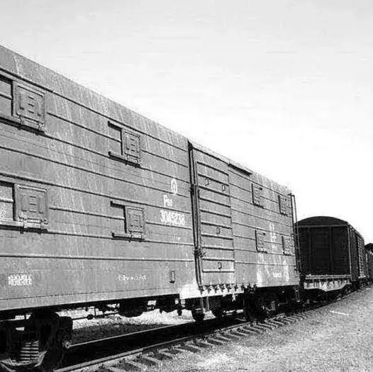 想了解铁路提速史?他们家就能说清楚!