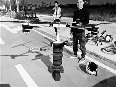 53岁农民自制飞行背包上天 民航局:不能违反地方法规