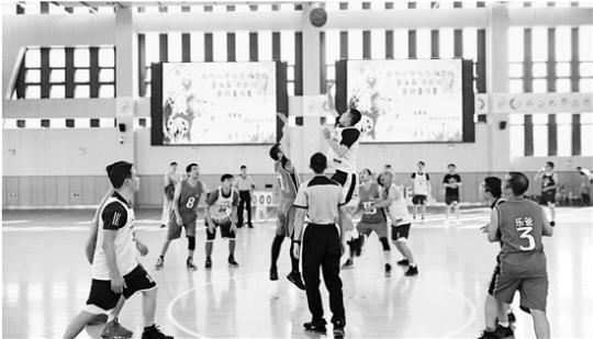 """这样""""拼爹"""":小学组织篮球赛 球衣上印着""""某某他爹"""""""