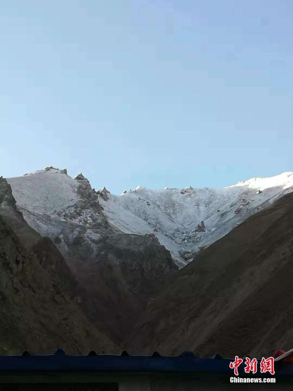 抬头就是雪山。受访者供图