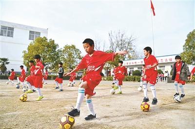 """安徽""""足球妈妈""""5年带出一批""""足球小将"""""""