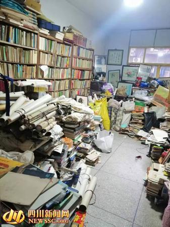 四川达州修鞋师傅家藏旧书两万本 读书已成一种习惯