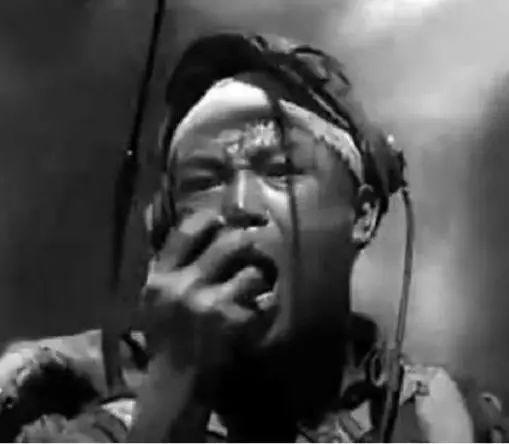 《英雄赞歌》的演唱者看到影片后,才知道这首歌是自己唱的……