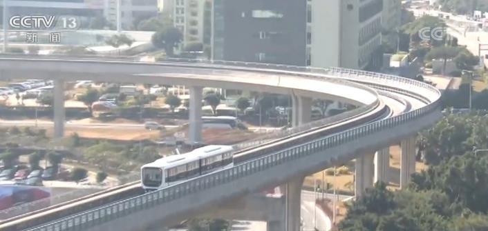 澳门首条轻轨线通车 市民点赞国家发展