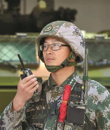 """驻澳部队某装甲步兵连连长:把连队打造成驻军""""铁拳"""""""
