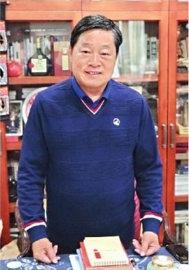 潜心14年行走6万里 熊召政减肥30斤写《大金王朝》