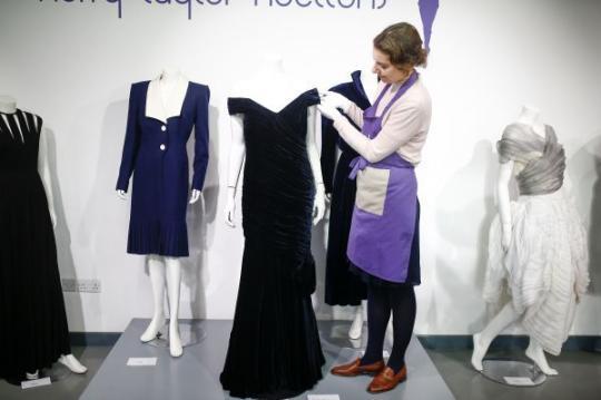 法媒:戴安娜王妃礼服拍卖遇冷