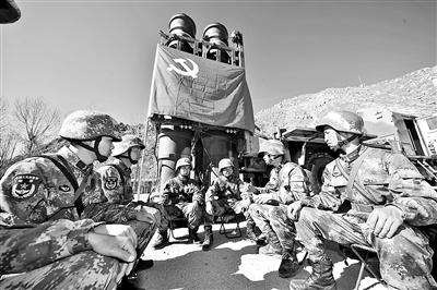 西藏军区党员队伍发挥先锋模范作用为国戍边的故事