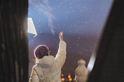 降雪添堵早高峰 超5万环卫人员除雪