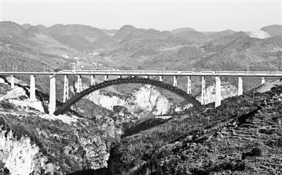 3小时驶过万重山——成贵高铁全线开通运营