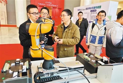 """中国工业机器人市场踩了""""急刹车"""""""