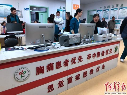 上海助孕带爸妈体检成县城青年孝老新方式