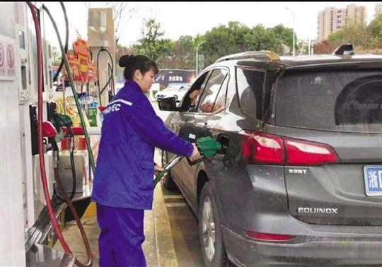 加油站里的90后女站长 有颜值担任 仍是事务能手-海天一切酱油,西安晚年人多