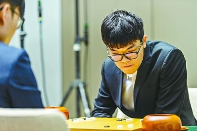 """柯洁这一年:最年轻七冠王 最""""不务正业""""的围棋手"""
