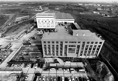 山東一8000噸大樓平移24.45米 樓內正常辦公