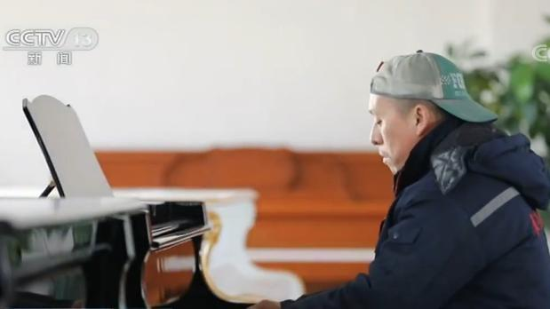 油漆工的钢琴梦:从未接受训练能演奏200多首曲子