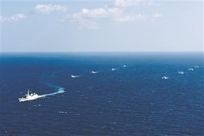 海军第33批护航编队为我8艘渔船实施随船护卫