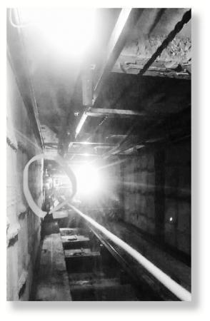 水电工被困地下9小时近乎绝望时手机出现一格信号