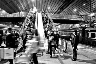 北京南站春节图定开行高铁240对 复兴号占比超68%