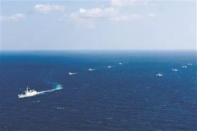 亚丁湾随船护卫4天3夜!中国海军