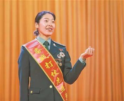 入伍8年3次转岗,这个女兵靠什么荣立二等功?