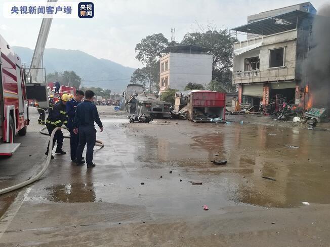广西凭祥一大货车发生爆炸 导致2人死亡4人受伤