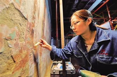记敦煌研究院文物保护和开发利用群体