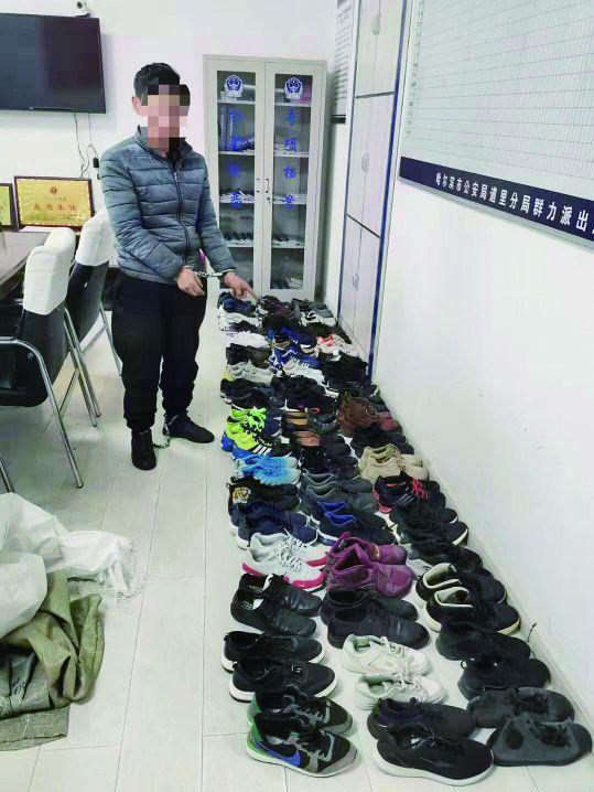 """男子1个半月偷61双鞋卖给""""二手""""商 只挣400多元"""