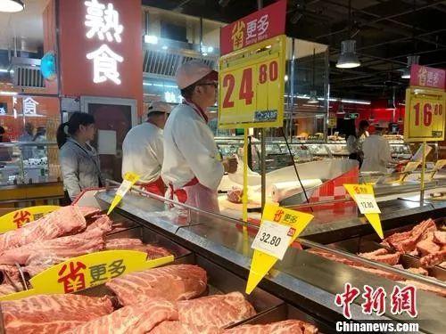 资料图:市民选购猪肉。中新网记者 李金磊 摄